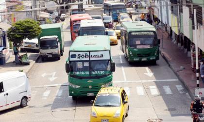 Transportadores prevén reducción de pasajeros  del 50% por toque de queda