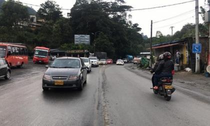 Mujer con covid-19 fallece dentro de un bus en la vía La Línea
