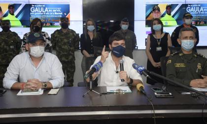De izq. a der. : Nelson Patrón Pérez,  jefe de la Oficina para la Seguridad y Convivencia; Jaime Pumarejo, alcalde de Barranquilla, y el general Diego Rosero, comandante de la Policía Metropolitana de Barranquilla.