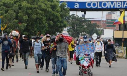 La regularización no implica que el Gobierno dará cédulas a venezolanos