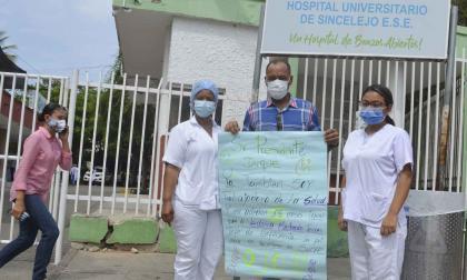 Empleados y exempleados del HUS esperan la 'vacuna de pago'