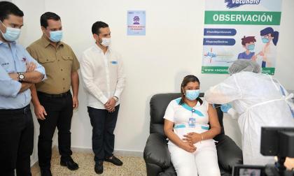 """""""Está llegando el fin de la pandemia"""": primera vacunada en Cesar"""