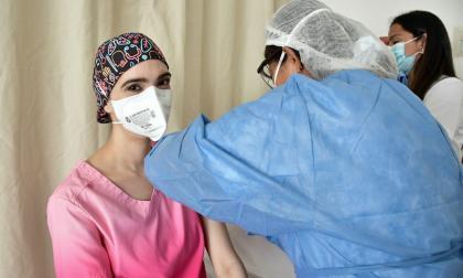 """""""Es un excelente regalo de cumpleaños"""": médico vacunada en la Portoazul"""