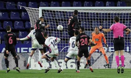 Real Madrid gana y se acerca al líder