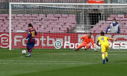 Lionel Messi convirtió de penal ante el Cádiz.