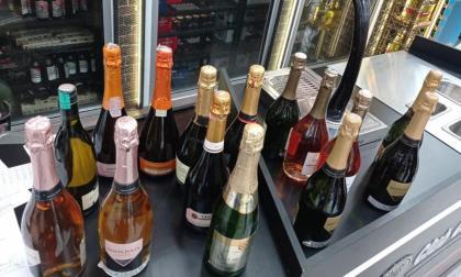 Algunas de las botellas que fueron aprehendidas por el Grupo Operativo Anticontrabando.
