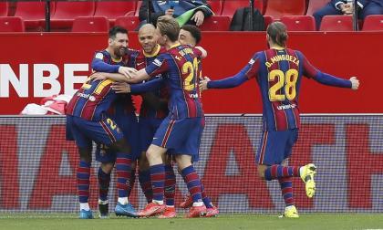 Dembélé y Messi reenganchan al Barcelona a la Liga
