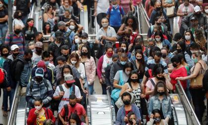 Covid-19 en Brasil: un año de gestión caótica, 250 mil muertos y negacionismo