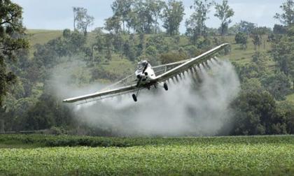 Certificación de EUA atiza debate sobre regreso de fumigación con glifosato