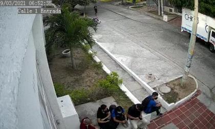 Cámara de seguridad registra atraco a trabajadores en barrio El Recreo