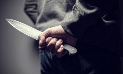 Con un cuchillo le cortan parte de una oreja a auxiliar de enfermería