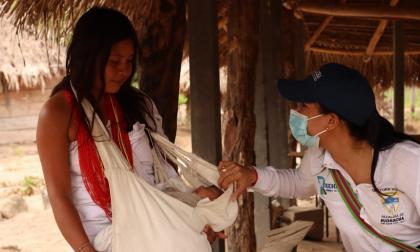 Entregan banco de hilos y agujas a la comunidad wiwa de Riohacha