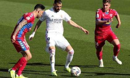Benzema rescata al Real Madrid