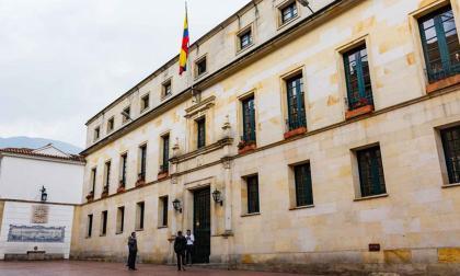Cancillería pide investigar a diplomático señalado de recibir drogas