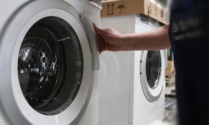 Familia encuentra una serpiente en una secadora que ensuciaba la ropa