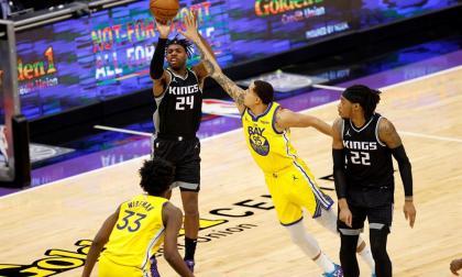 Clippers y Trail Blazers mejoran; Lakers y Heat se hunden