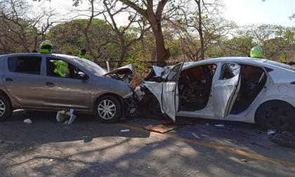 Violento choque de dos carros en la vía Usiacurí – Baranoa: varios heridos
