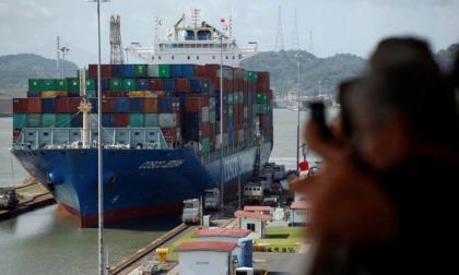 Descartan impacto económico en América de buque encallado