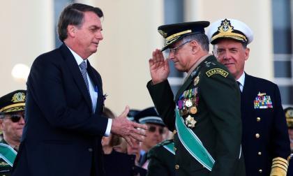 Bolsonaro cambia a jefes de las Fuerzas Armadas