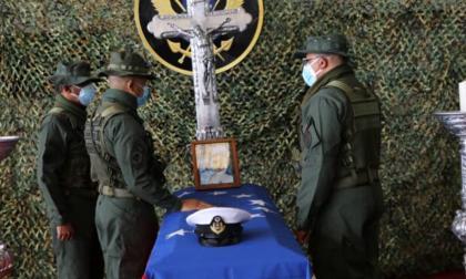 Sepultan a dos de los militares venezolanos muertos en combates fronterizos