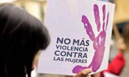 Mujer denuncia agresión de su expareja con el pico de una botella