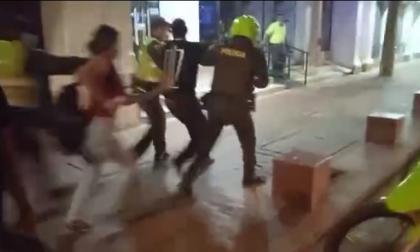 Tres detenidos y un policía lesionado en operativos de espacio público