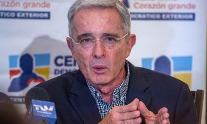 Uribe dice que no sabe qué hablaron sus hijos con presidente Duque