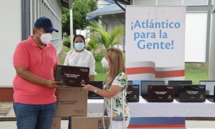 Entrega de portátiles para colegios públicos del Atlántico