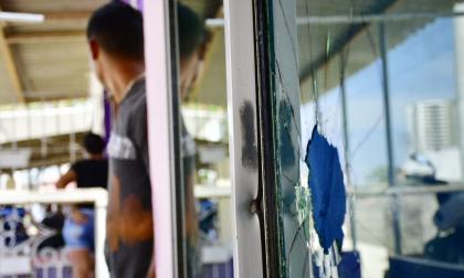Enfrentamiento entre comunidad y policías en el corregimiento La Playa