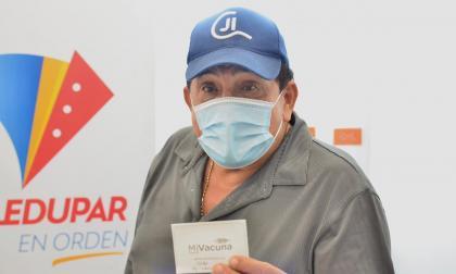 Poncho Zuleta se vacuna contra la covid-19