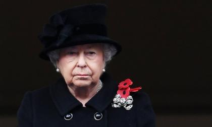 Reina Isabel II en su primer compromiso tras muerte de su esposo