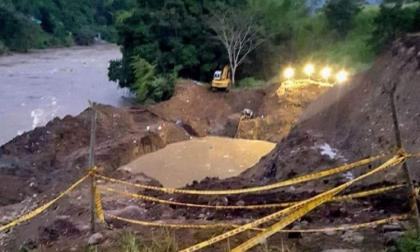 Rescatan cuerpo de uno de los 11 mineros atrapados en mina de oro en Caldas