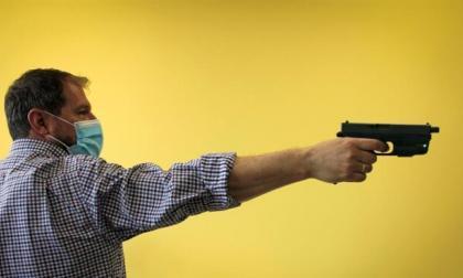 Diseñan pistola que solo puede disparar el agente autorizado
