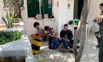 Señalan a cuatro sujetos de intentar secuestrar a una mujer