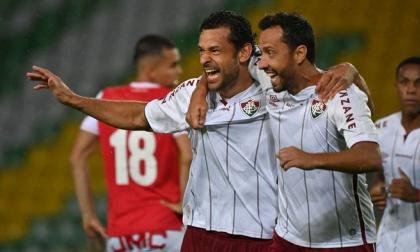 Fred eleva al Fluminense con un doblete a la cima junto a River