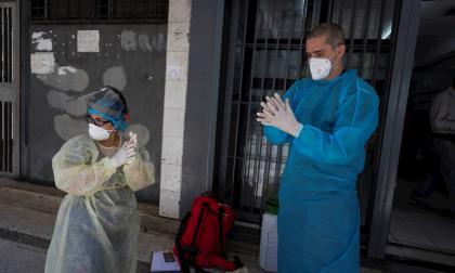 Voluntarios médicos, una esperanza para los venezolanos con covid-19