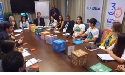 Jóvenes se reúnen en el Modelo de Naciones Unidas del colegio Karl Parrish