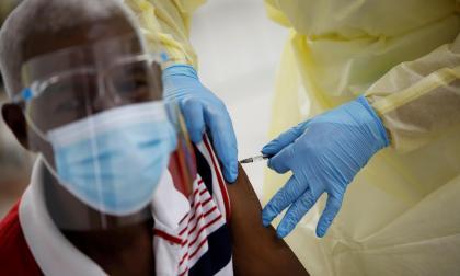 EE. UU. apoya la distribución mundial de las vacunas de covid a precio de coste