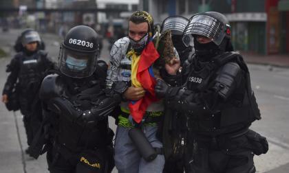 Investigan posibles excesos en uso de la fuerza durante protestas