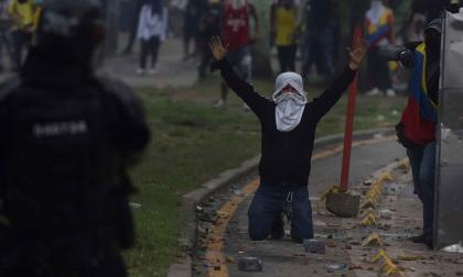 España llama al cese de la violencia y al diálogo en Colombia