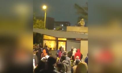 15 CAI vandalizados y policías baleados en la noche de este martes en Bogotá