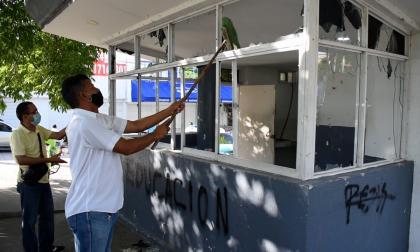 Vecinos limpiaron y pintaron CAI víctima de vándalos en Cartagena