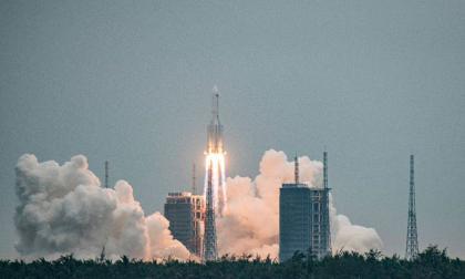 Rastrean cohete chino fuera de control que regresa a la Tierra