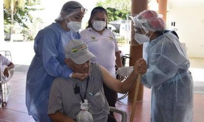 Vacunación en Córdoba avanza en un 85 por ciento