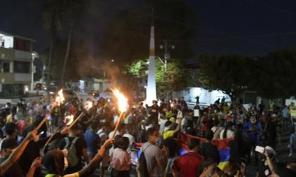 Jóvenes realizan plantón contra la violencia en la carrera 38 con 72