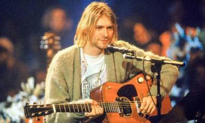 Por 14 mil dólares fueron subastados mechones de pelo de Kurt Cobain