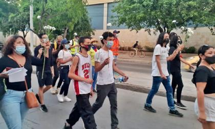 Marcha por estudiantes asesinados durante el paro nacional