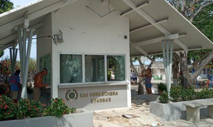 Disturbios en la calle 17: CAI Coolechera y buses vandalizados