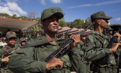 Liberan militares venezolanos secuestrados durante combates fronterizos