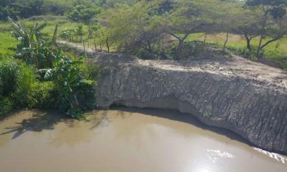 Lanzan alerta por debilitamiento de terraplén en vía Salamina - El Piñón